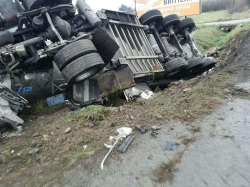 Pri dopravnej nehode cisterna