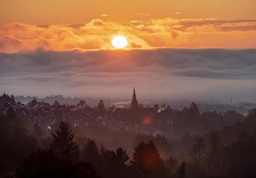 Slnko vychádza vo Frankfurte