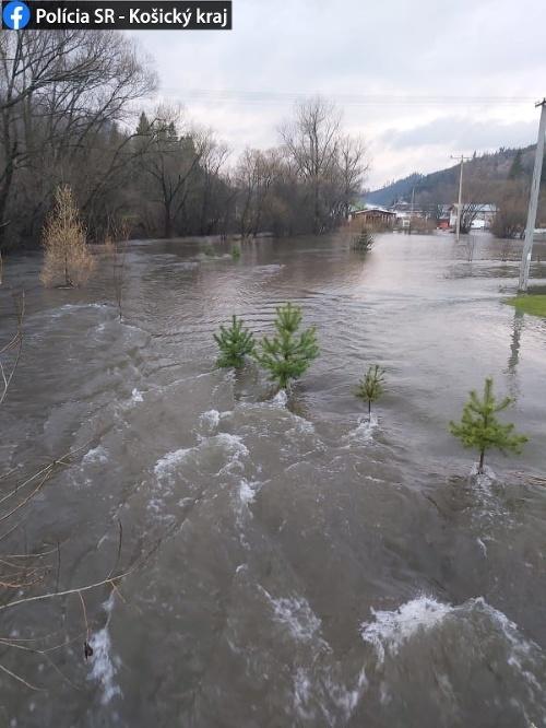 Prívalová voda v obci