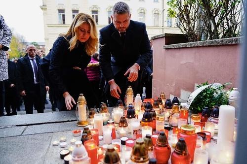 Sviečku zapálili prezidentka aj