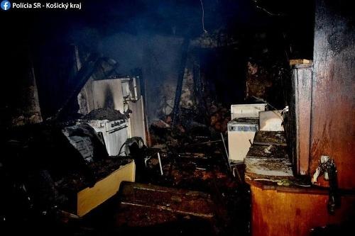 Muž uhorel v dome