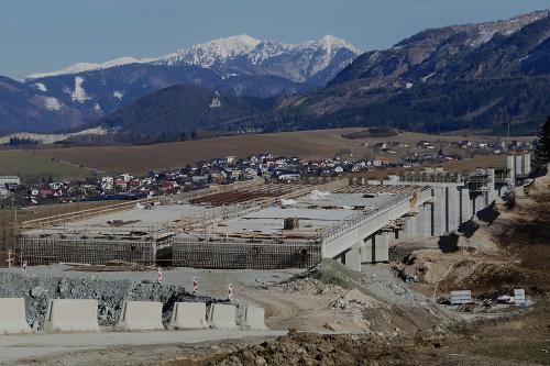 Stavba diaľničného úseku D1