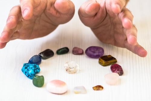Liečba kameňmi je výnosný