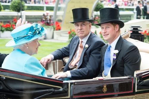 Škandál princa Andrewa naberá