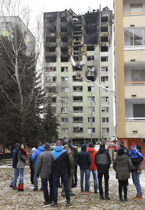 Na zničený bytový dom