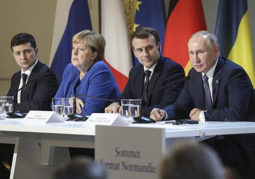 Zľava Volodymyr Zelenskyj, Angela