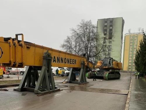 Demolačný bager firmy Cannoneer