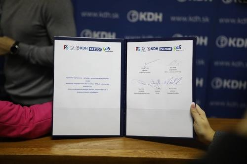 Opozičné strany podpísali veľkú