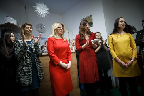 Prezidentka Zuzana Čaputová podáva