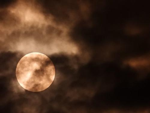 Piatkové zatmenie Mesiaca na