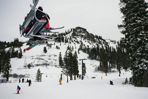 Čarovná lyžovačka v horách.