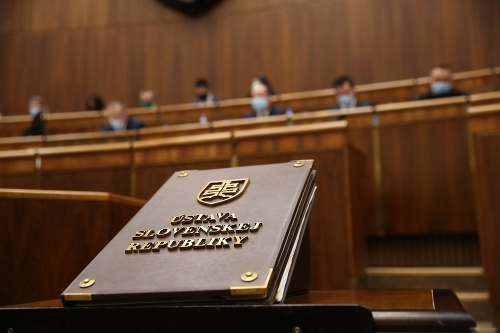 Parlament dnes opäť rokuje: