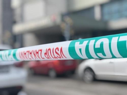 Miesto ohradili policajnou páskou.