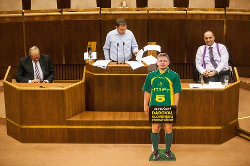 Divoký západ v parlamente!