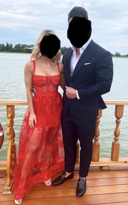 FOTO Blondínka na svadbe
