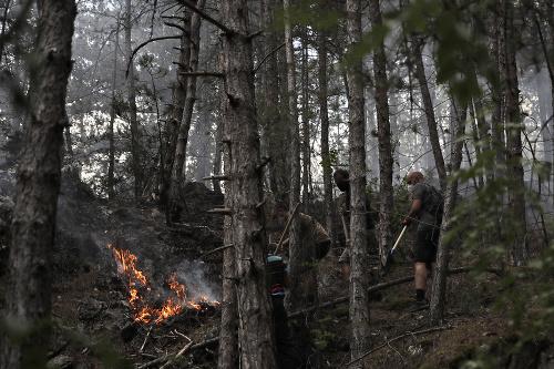 Hasiči bojovali s požiarmi