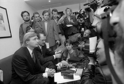 Pred 25 rokmi uniesli