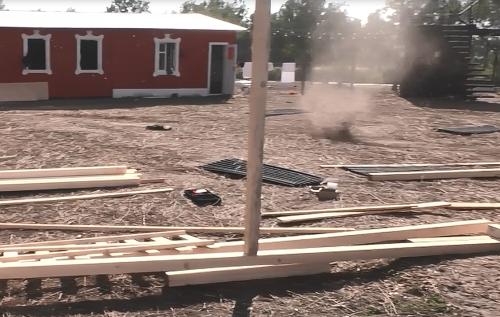 Tornádo farmárom zničilo strechu