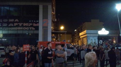 Z horiaceho domu evakuovali