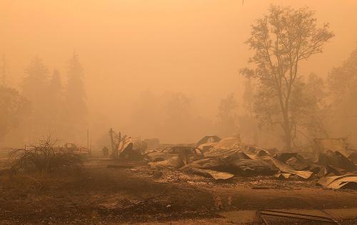 Požiare v USA neutíchajú: