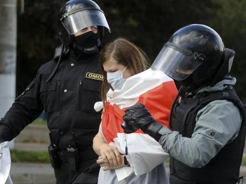 Bieloruská polícia v nedeľu