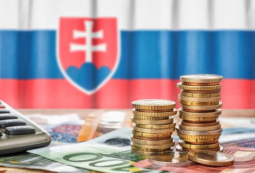 Peniaze Slovákov často zbytočne