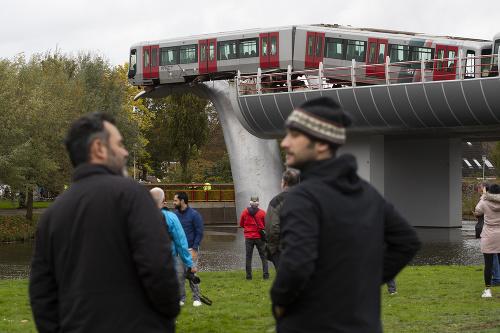 Vykoľajený vozeň metra zachránila