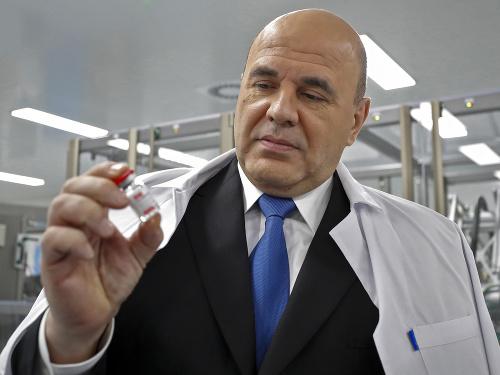 Ruský premiér s vakcínou