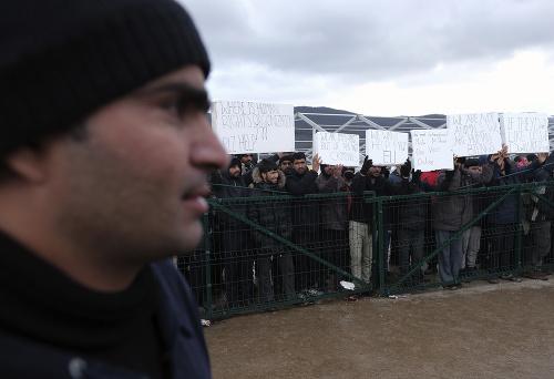 Armáda postavila pre migrantov
