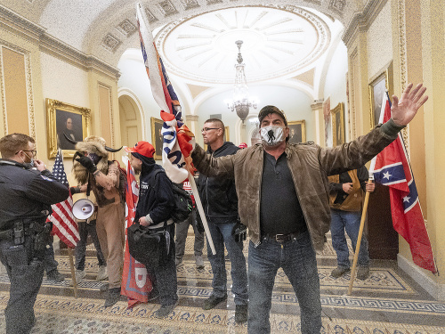 Pri protestoch v budove