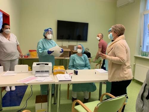 Na Slovensku odštartovalo očkovanie