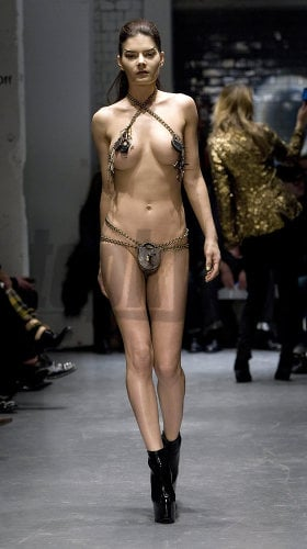 Malé nahé modely