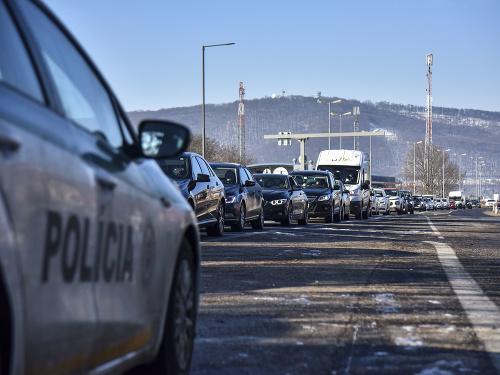 Polícia posilnila kontroly na