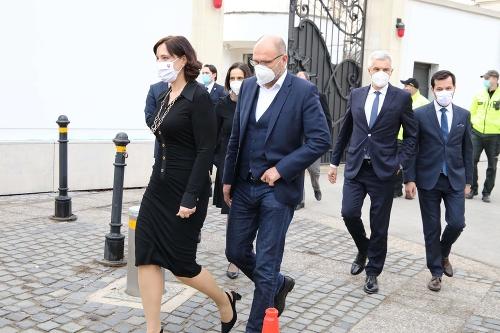 Ministri prichádzajú na krátku
