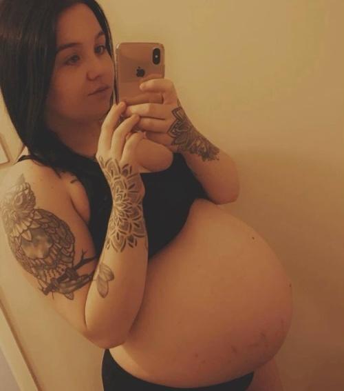 FOTO Dievčina (28) otehotnela,