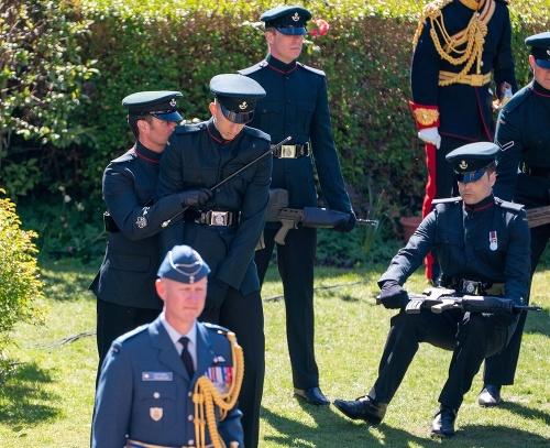 Kolaps vojakov na pohrebe