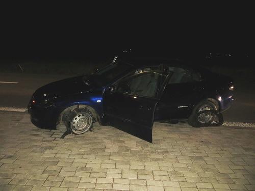 Muža v aute zastavili