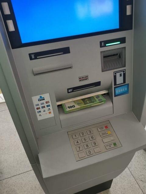 Andrej našiel v bankomate
