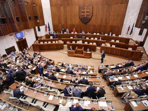 Parlament konečne hlasoval o