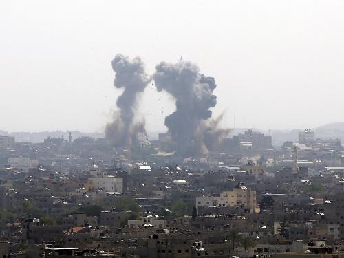 Dym stúpa po izraelských
