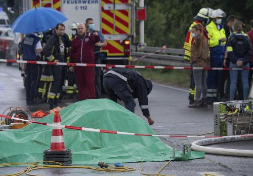 Policajti a hasiči zasahujú