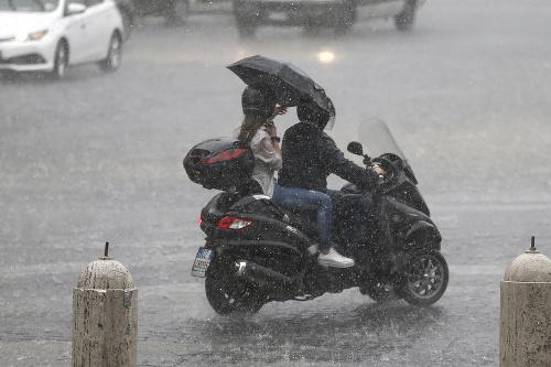 Mesto zasiahli silné búrky: