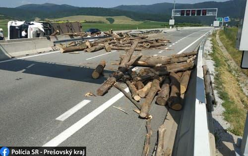 FOTO Pre nehodu kamióna