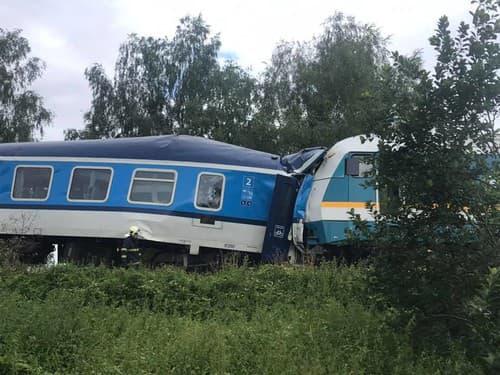 MIMORIADNE Zrážka vlakov v