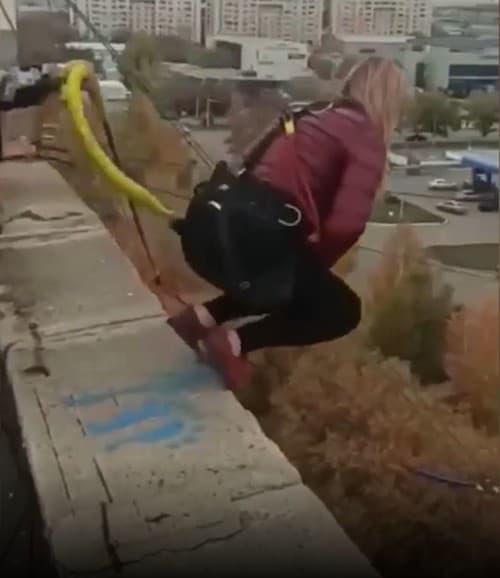 Horor počas bungee jumpingu: