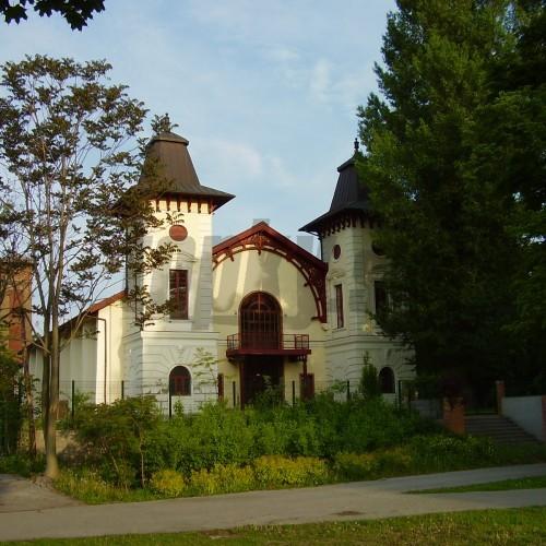 Bratislavské Divadlo Aréna mesiac