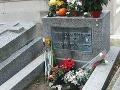 Nenápadný hrob Jima Morrisona.