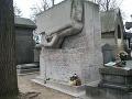 Vybozkávaný hrob - Oscar