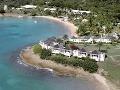 Členité pobrežie ostrovov Antigua