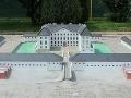 Model Holíčskeho zámku váži